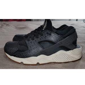 Nike Huarache Black and White
